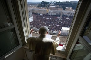 Final Angelus to 200,000 faithful in St. Peter's Square