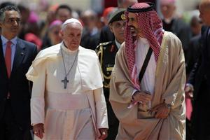 Pope Francis arrive in Jordan.