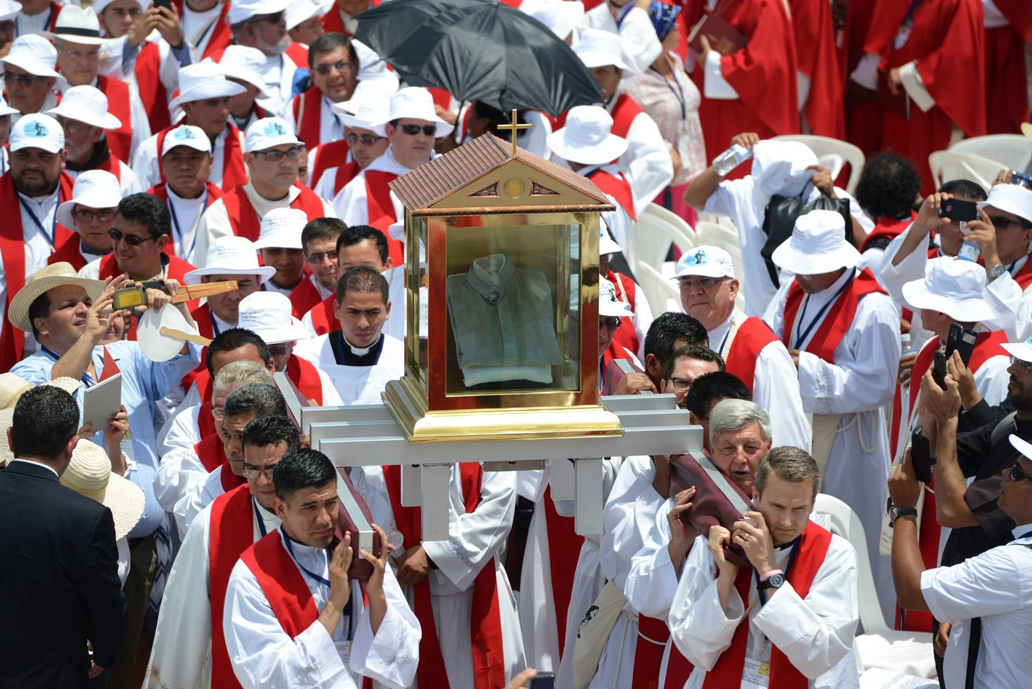 Blood-stained shirt of Blessed Oscar Romero - now a 1st Order Relic is now touring El Salvador