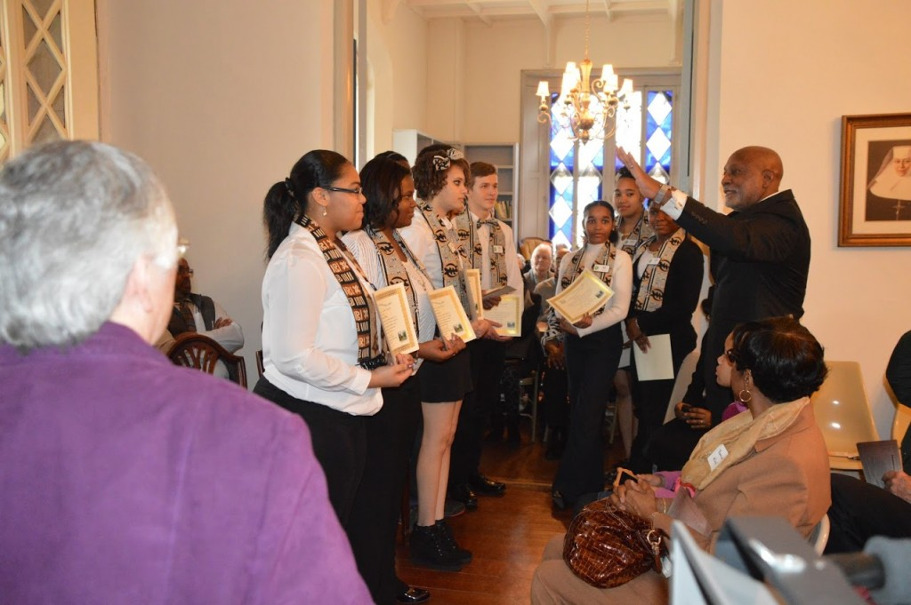 Rev. Bryan Stevens offering his blessings to all the new docents serving the new museum.