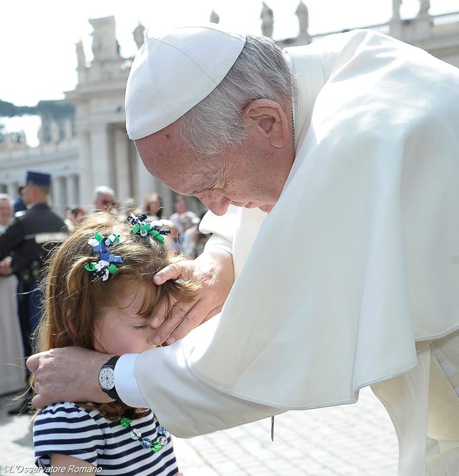 Act of Mercy: Pope Francis blessing girl who is going blind & deaf and put a meeting with Pope Francis on on her 'visual bucket list'