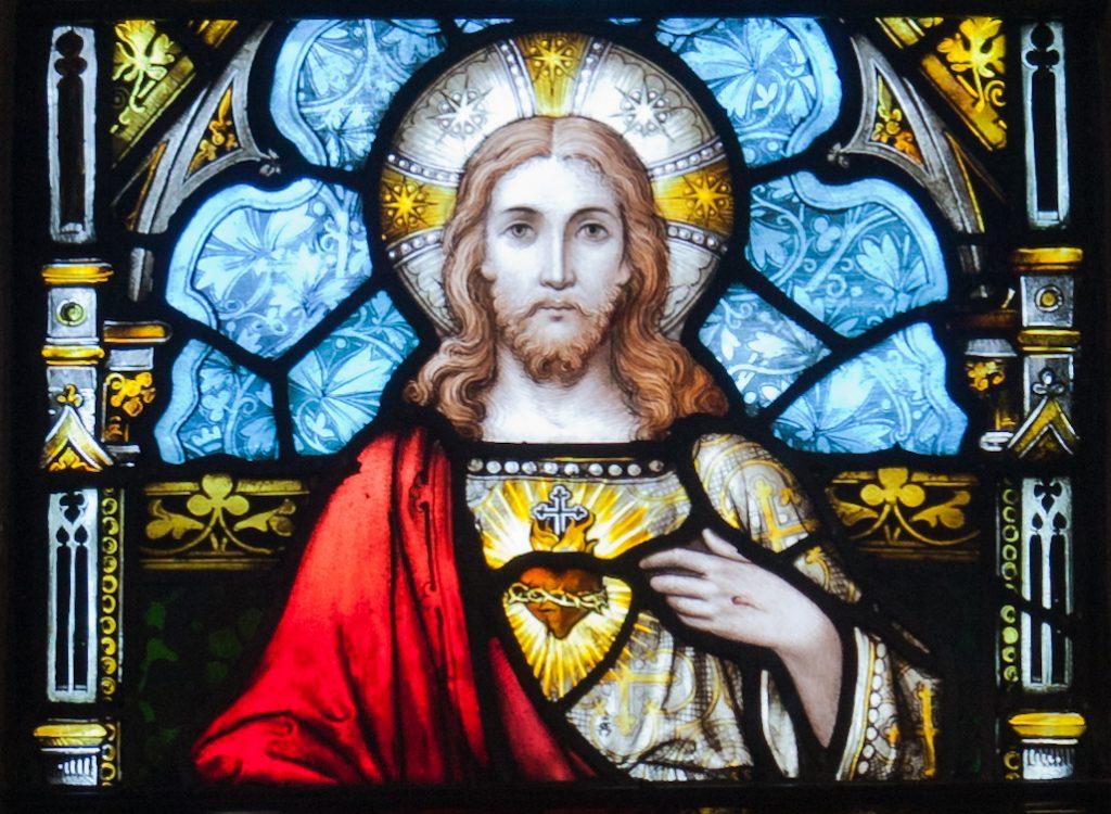 Kildare_White_Abbey_North_Transept_Window_Sacred_Heart_of_Jesus_Detail_2013_09_04