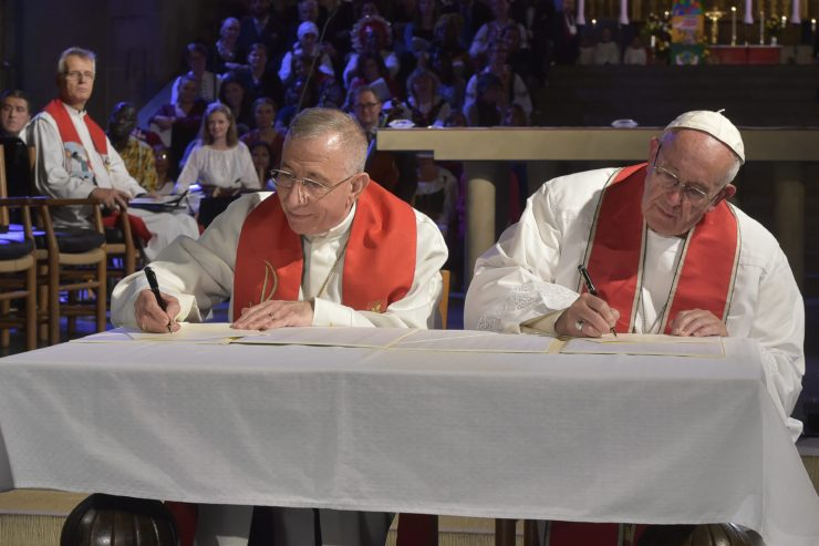 During his visit to Sweden in commemoration of the 500th anniversary of the Reformation, Pope Francis and Bishop Munib Yunan, President of the Lutheran World Federation, signed a Joint Declaration. The text is found below. © PHOTO.VA - Osservatore Romano